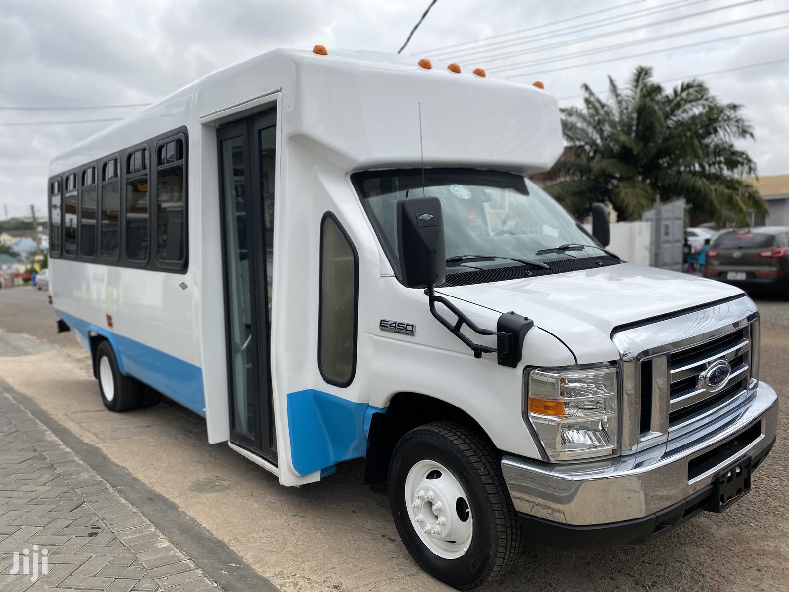 Ford E450 Bus