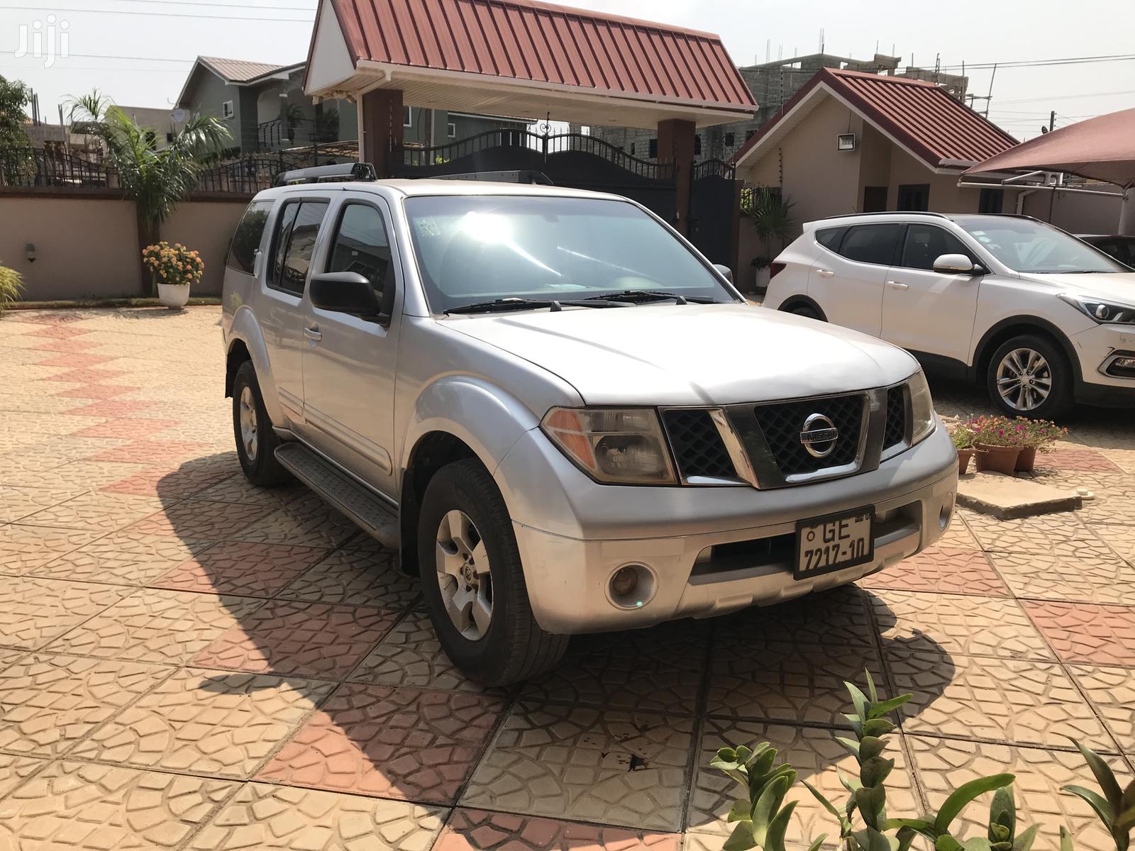 Nissan Pathfinder 2006 LE 4x4 Silver