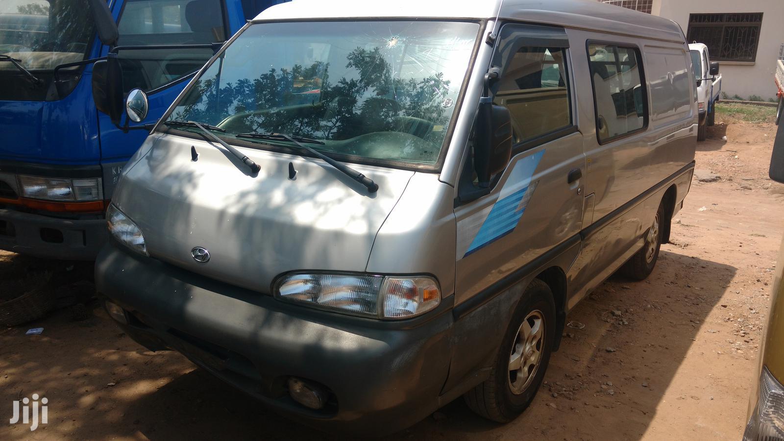 Hyundai H100 2002 Gray