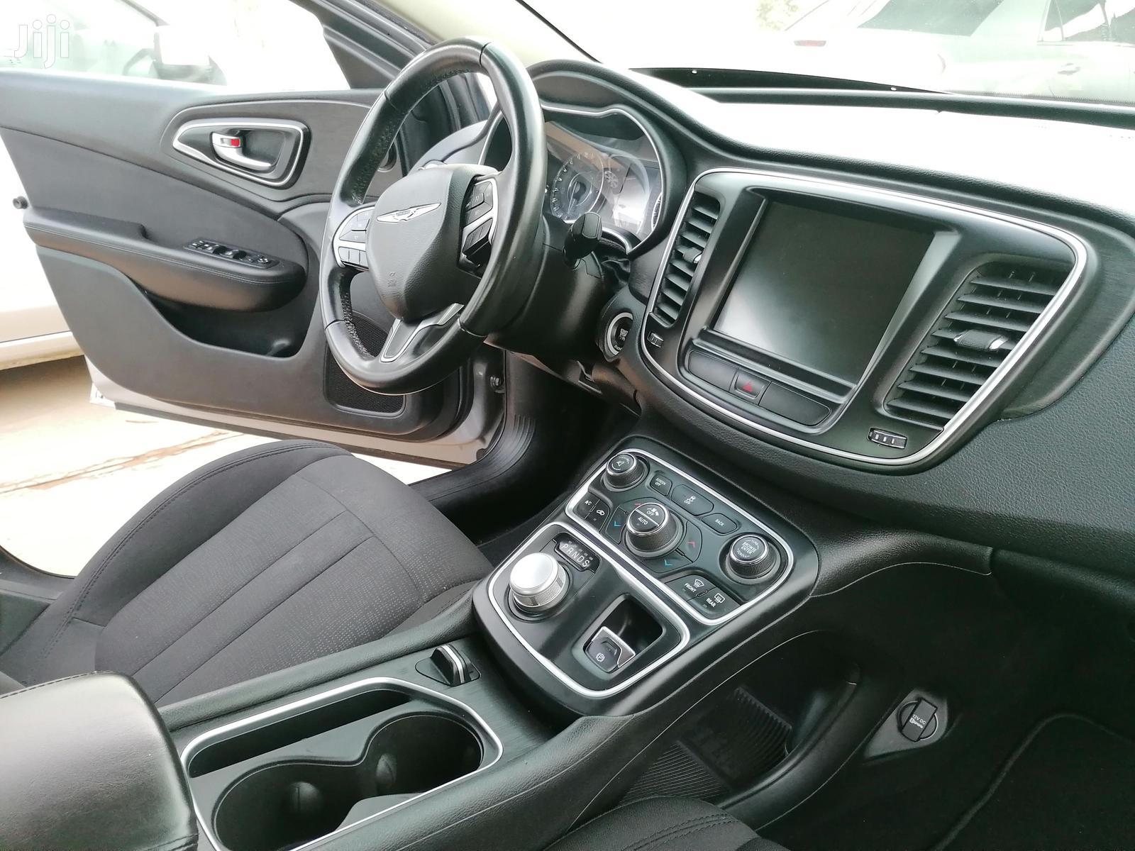 Archive: Chrysler Sedan 2016 Gray