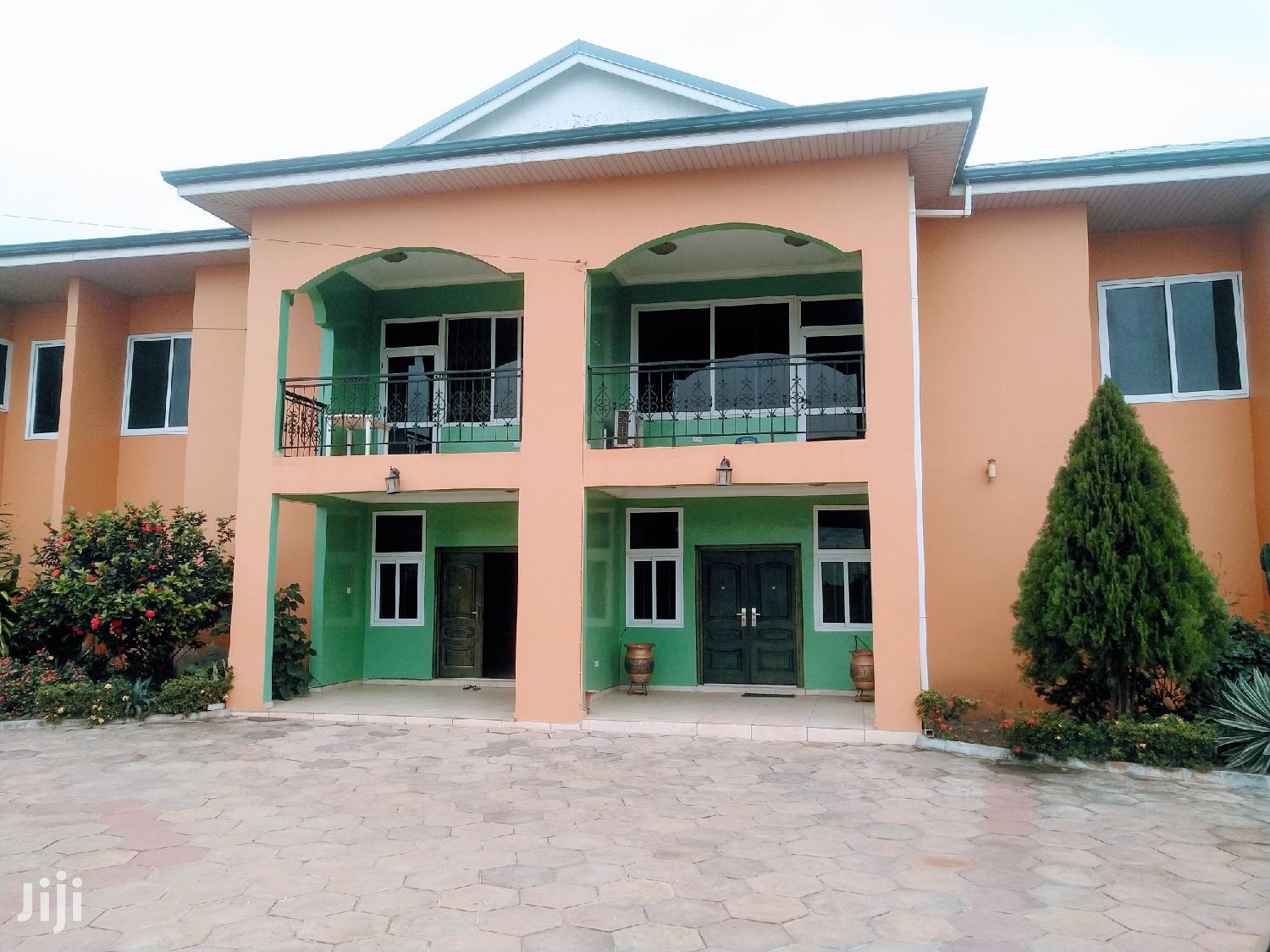 Executive 3bedrooms Fully Furnished Town House