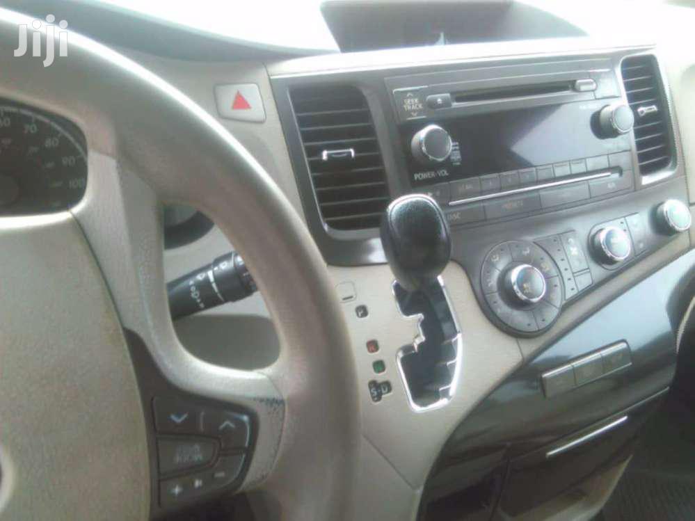 Archive: Toyota Sienna 2012