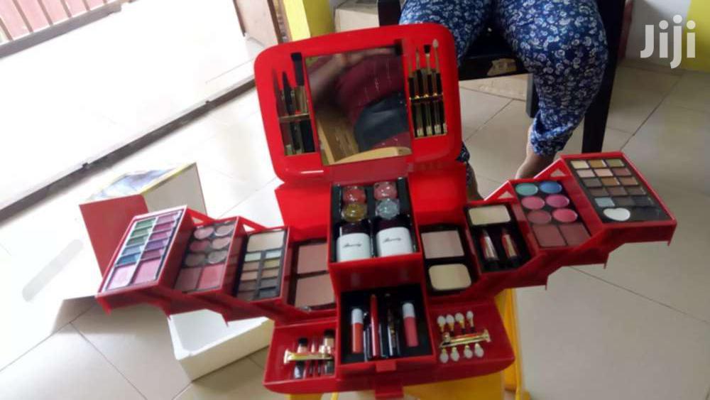 Archive: Makeup Set
