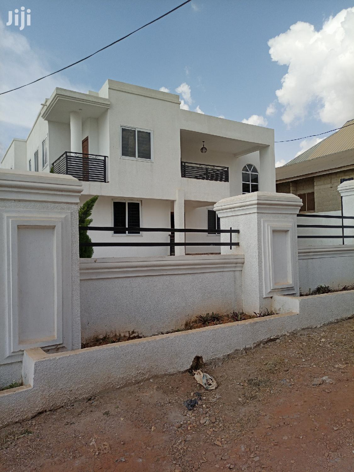 5bedrooms For Sale At Santis Anyinam