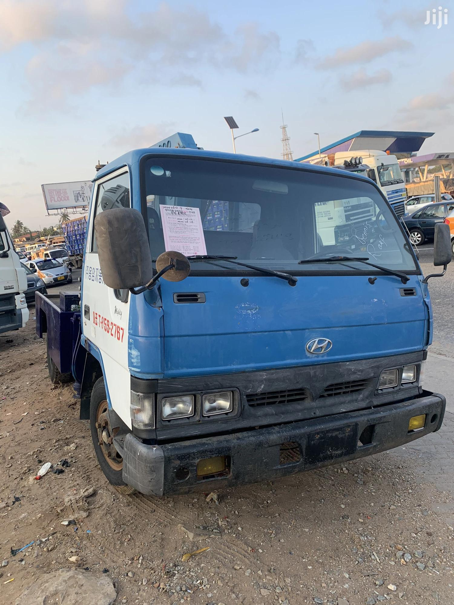 Hyundai Mighty Towing Truck
