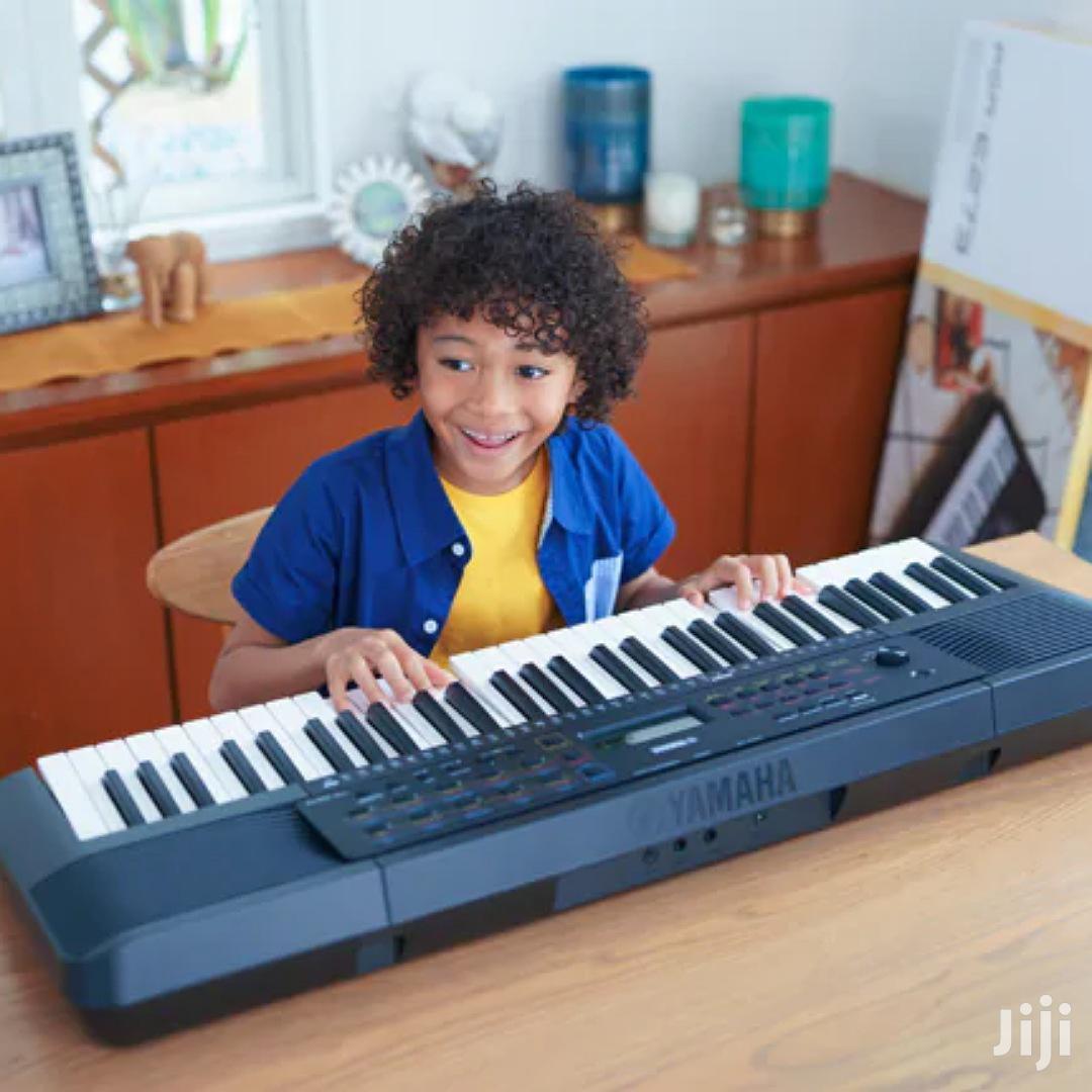 Yamaha PSR - E273 Keyboard