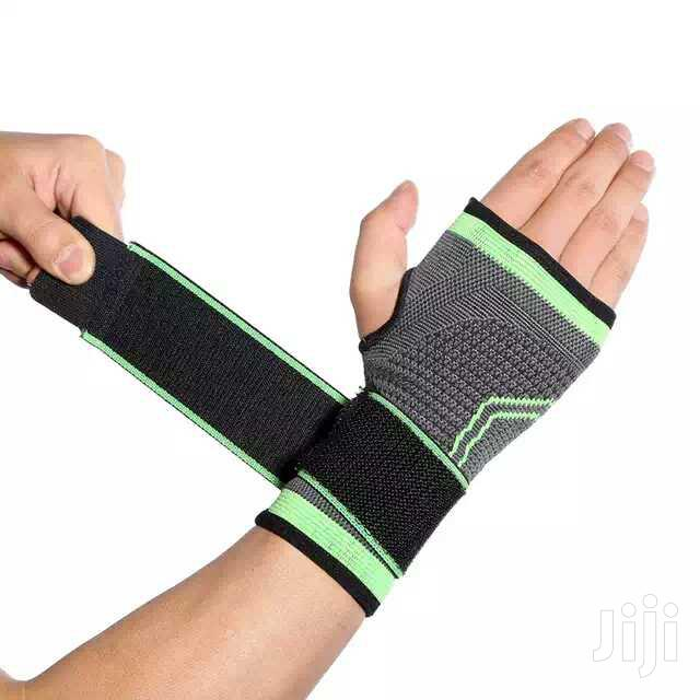 Wrist Wrap Compression Support   Sports Equipment for sale in North Kaneshie, Greater Accra, Ghana