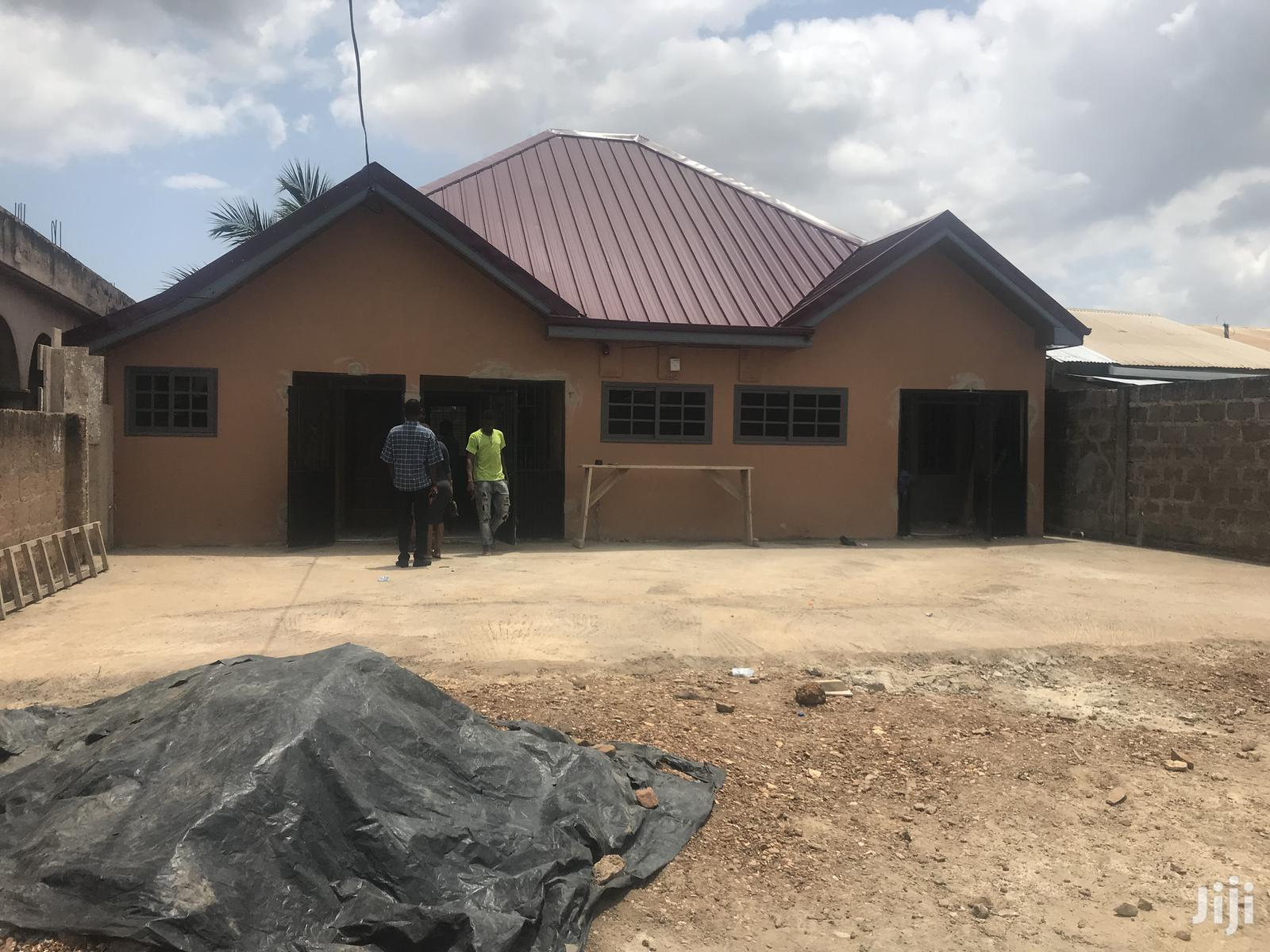 Chamber and Hall Self Contain to Let at Botwe St-Piters