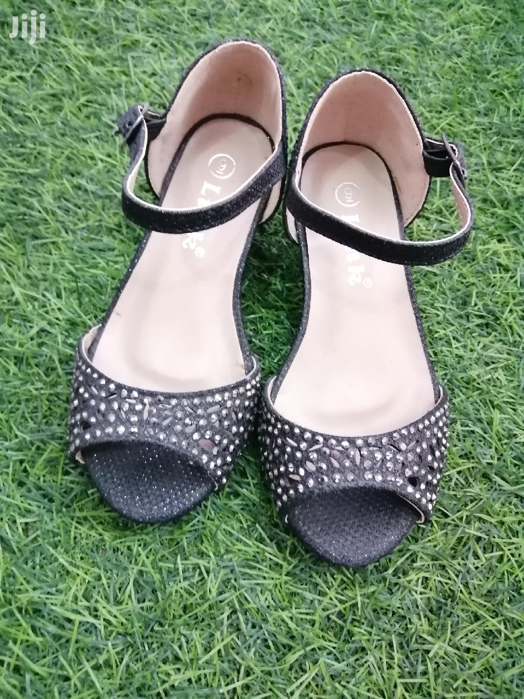 Children Sandals Size 9/26