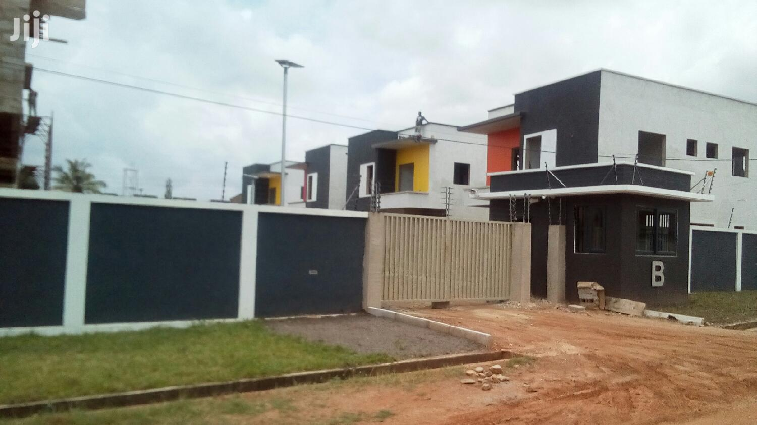 3 Bedroom Townhouses Selling