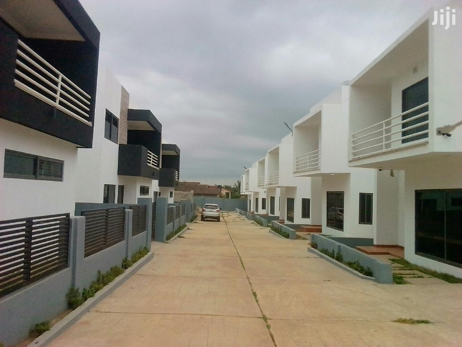 Archive: 4 Bedroom House for Sale