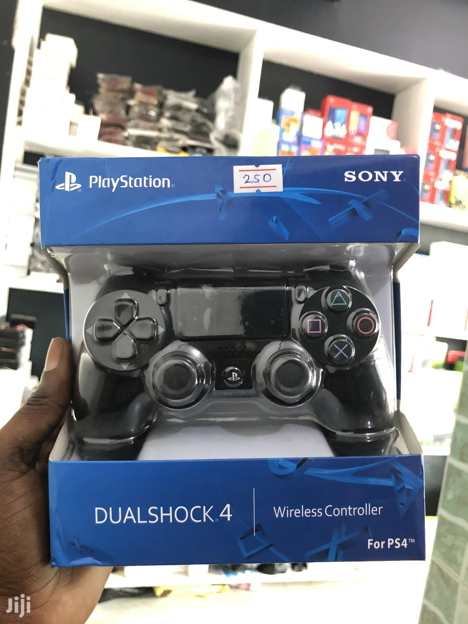 New PS4 Controller Black