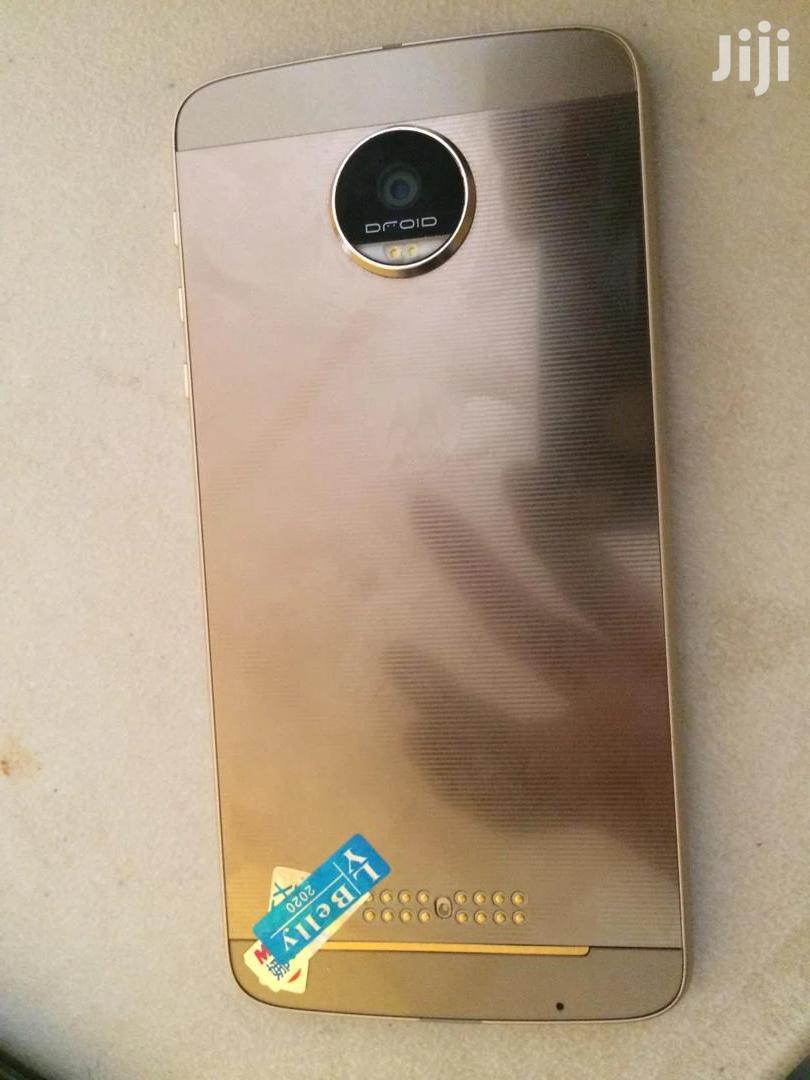 Archive: Motorola Moto Z 32 GB Gold