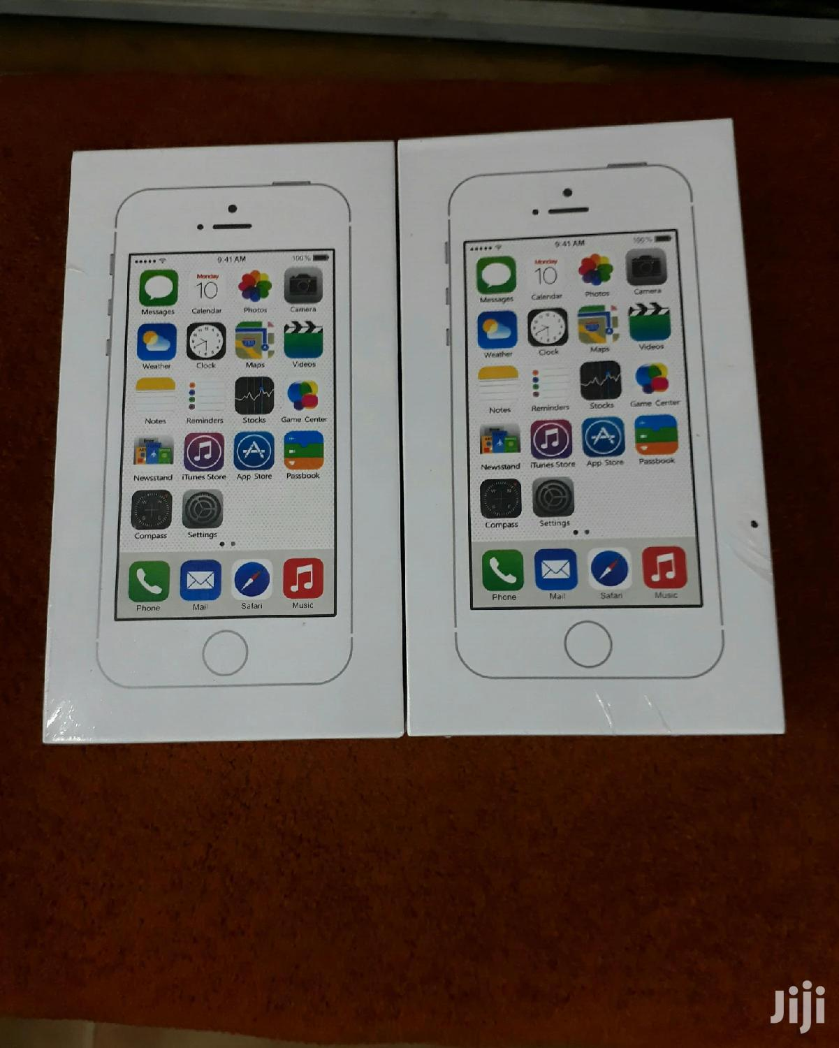 Archive: New Apple iPhone 5s 32 GB Silver