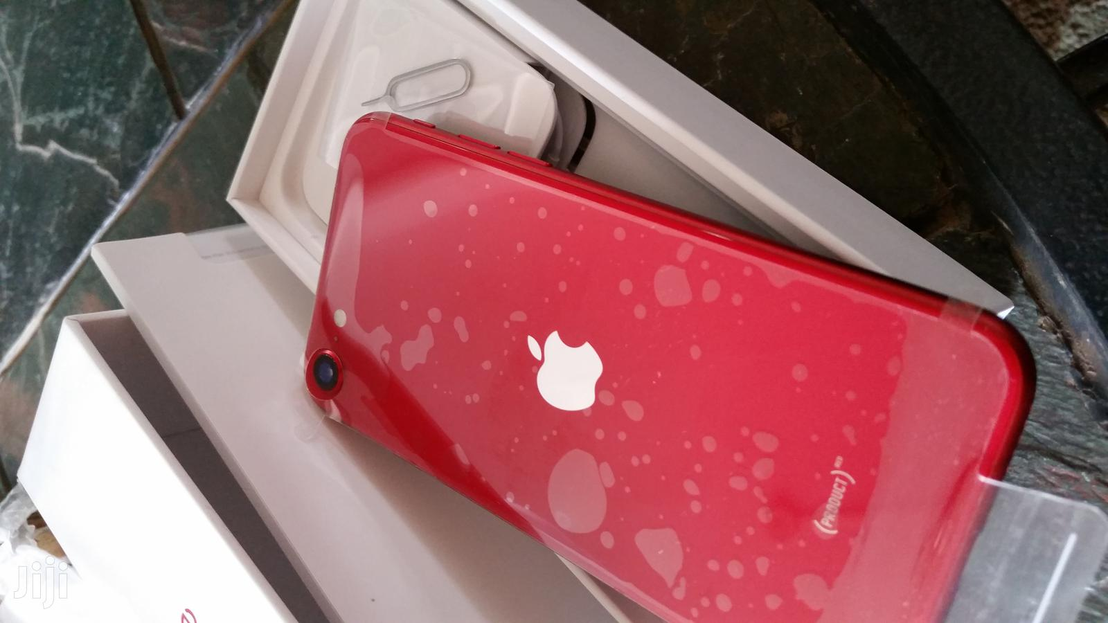 Archive: New Apple iPhone SE 64 GB Red