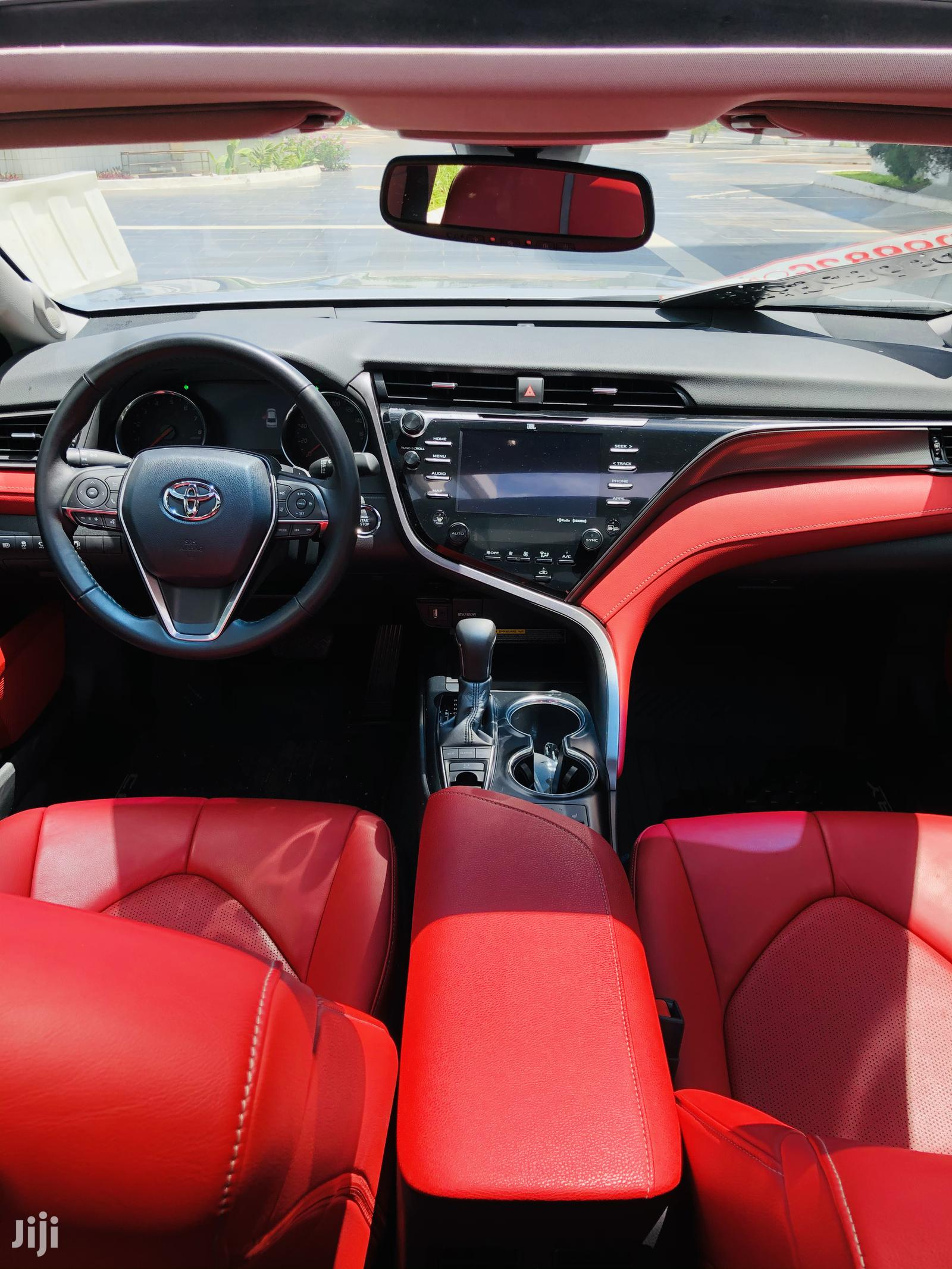 Archive: Toyota Camry 2018 Silver