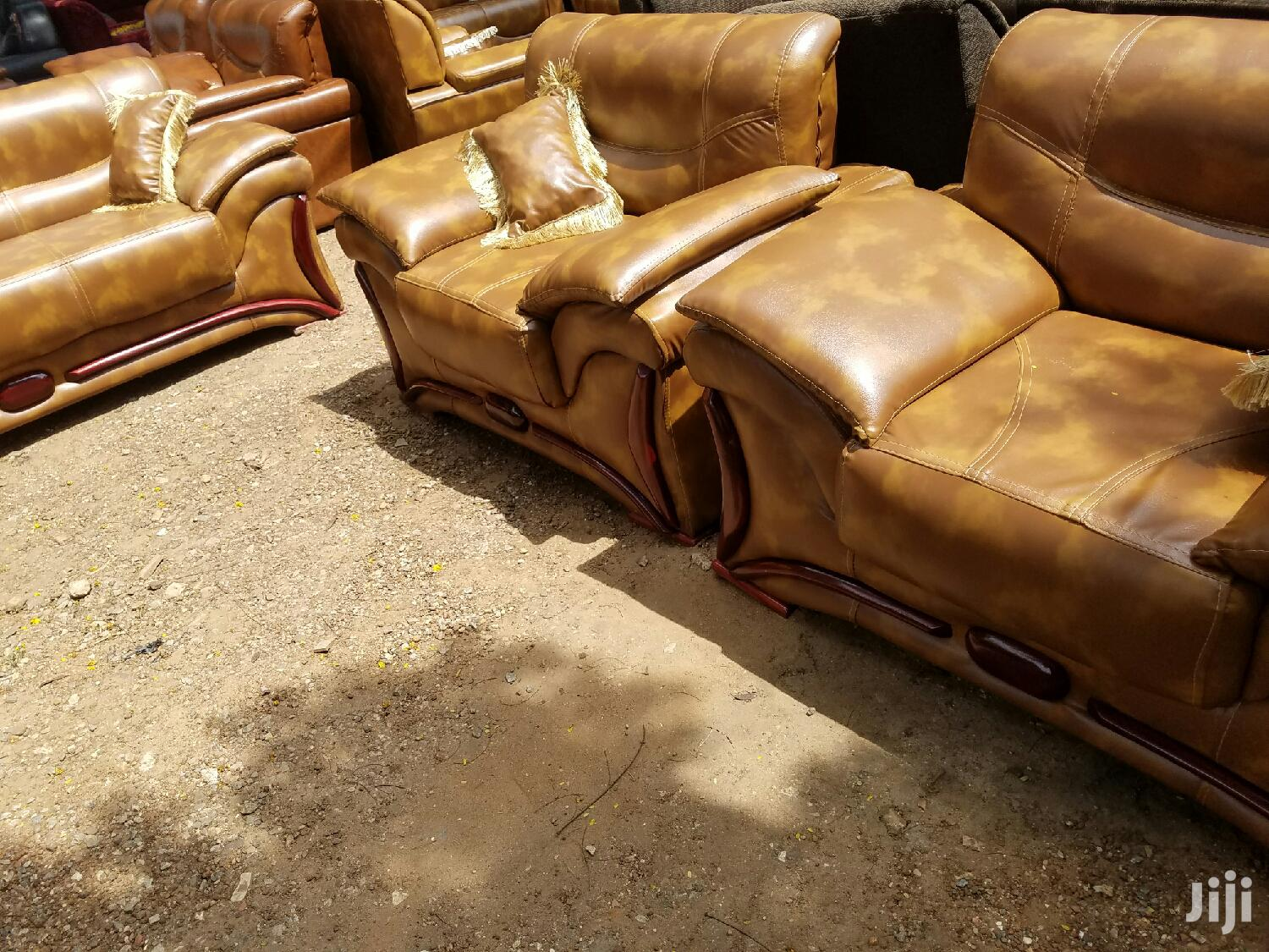 Brown Leather Sofa ( Free Delivery) | Furniture for sale in Tema Metropolitan, Greater Accra, Ghana