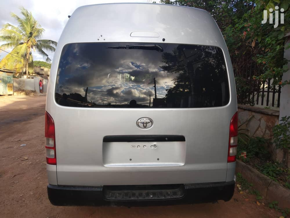 Archive: Toyota Hiace With Full Central AC