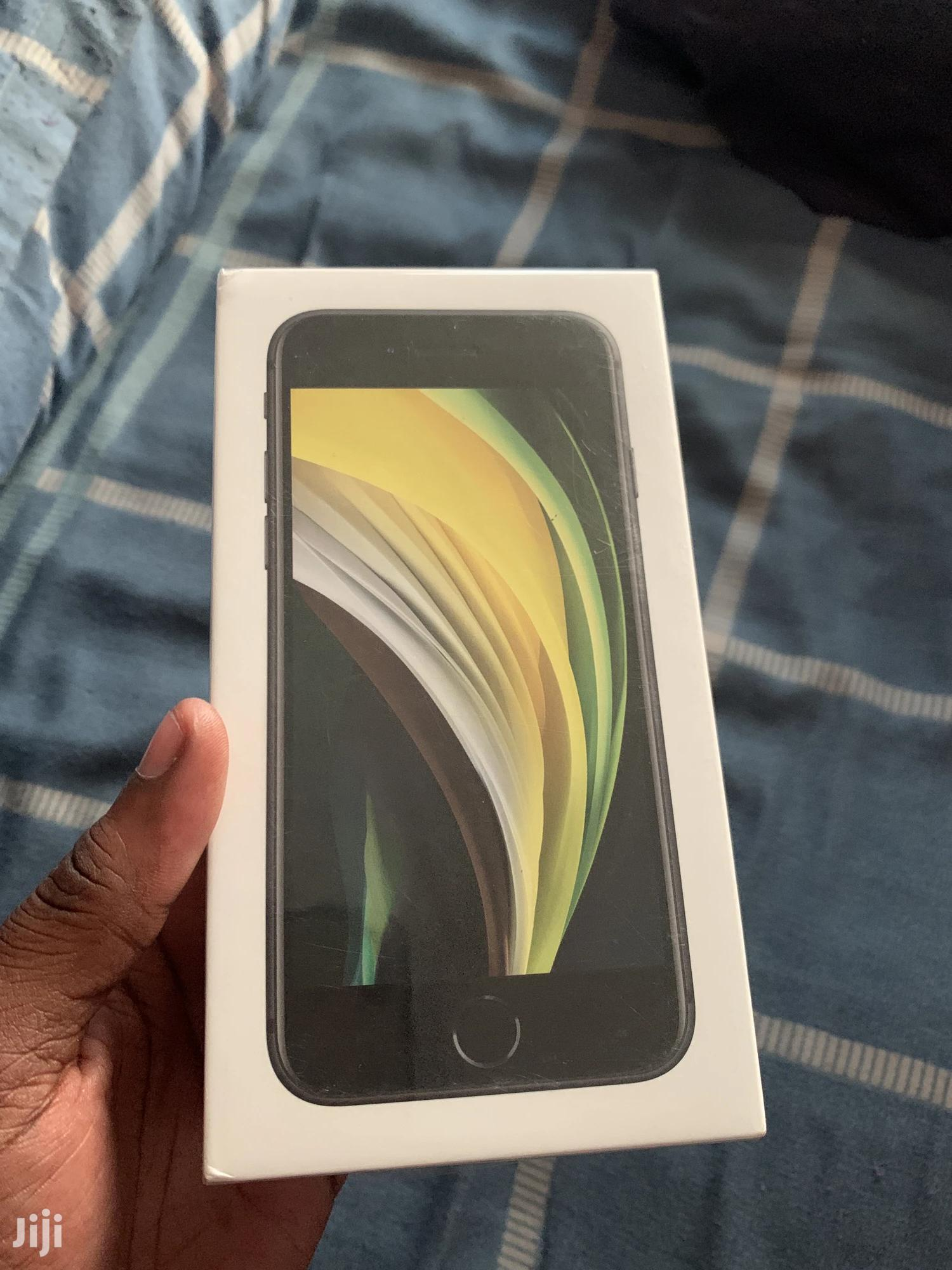 New Apple iPhone SE (2020) 128 GB Black