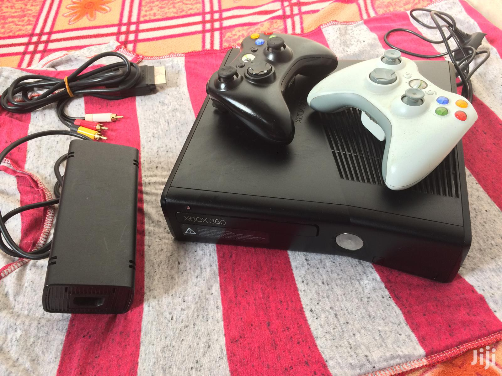 Xbox 360 Slim With 25 Games