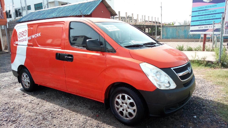 Hyundai H1 2008 Orange