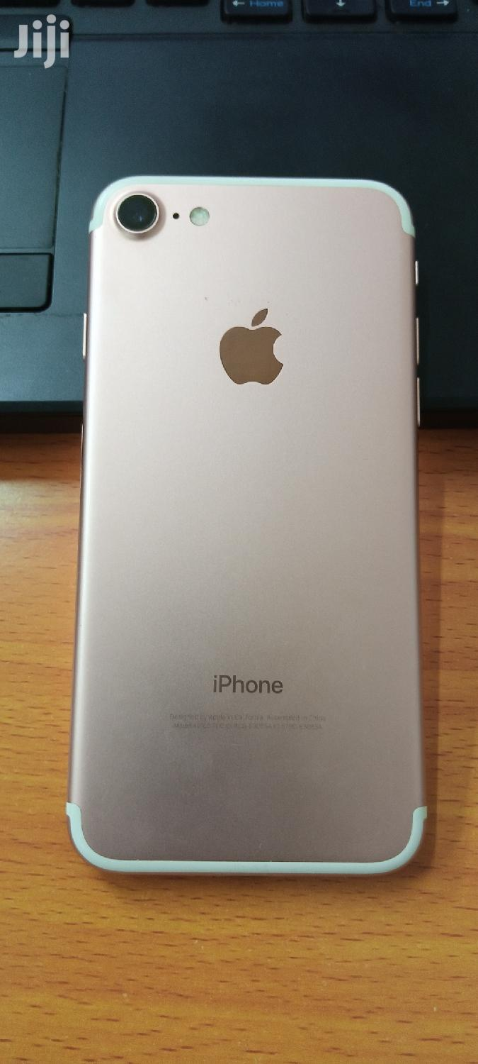 Archive: Apple iPhone 7 32 GB Gold