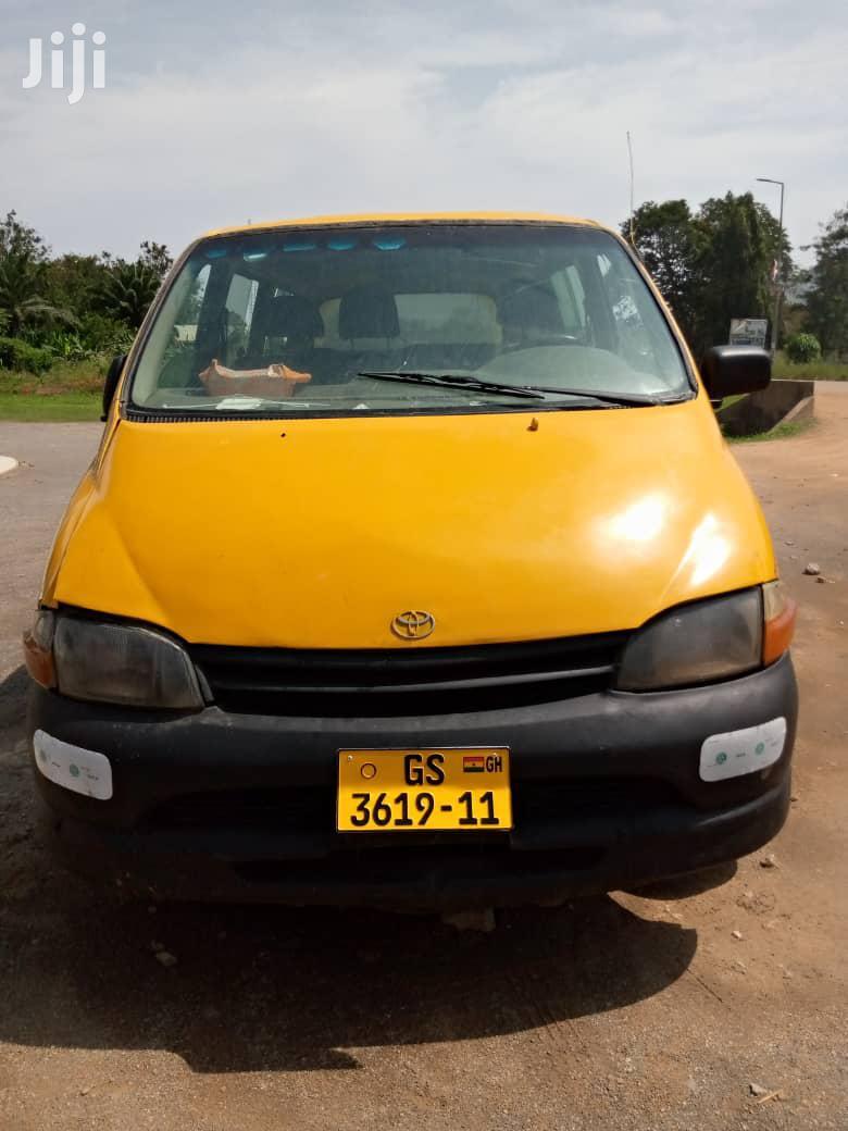 Toyota Hiace 2001 Orange