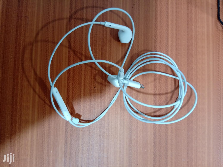 iPhone Lightning Earphone