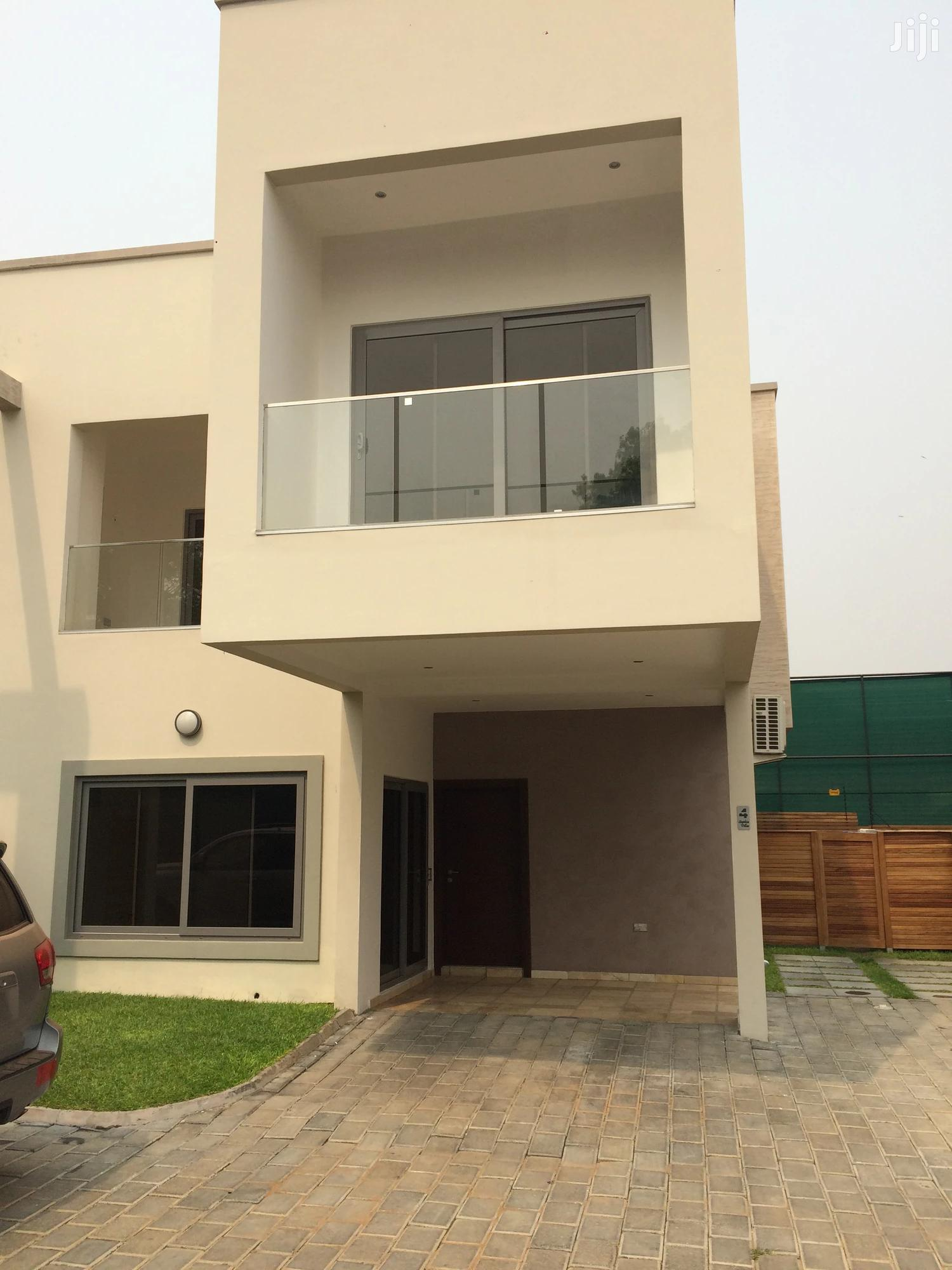 3 Bedroom Townhouse With Swimming Pool At Cantonments
