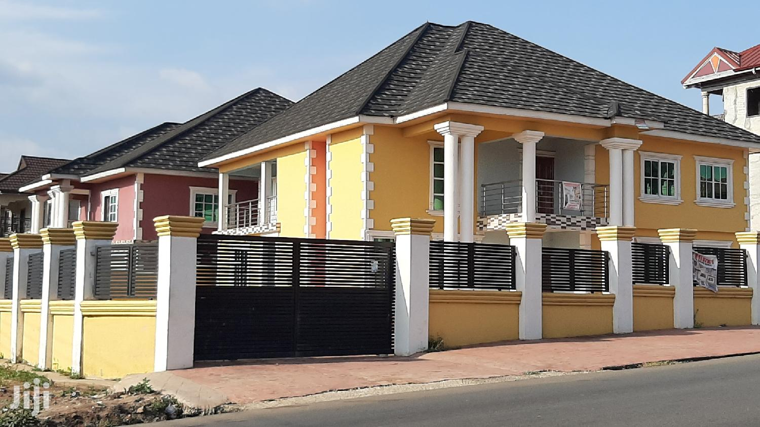 Executive 5 Bedrooms House for Sale at Tech Asokromampong