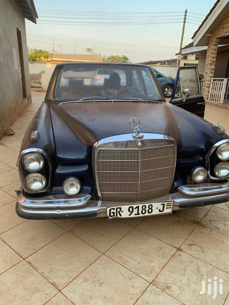 Archive: Mercedes-Benz 200E 1989 Black