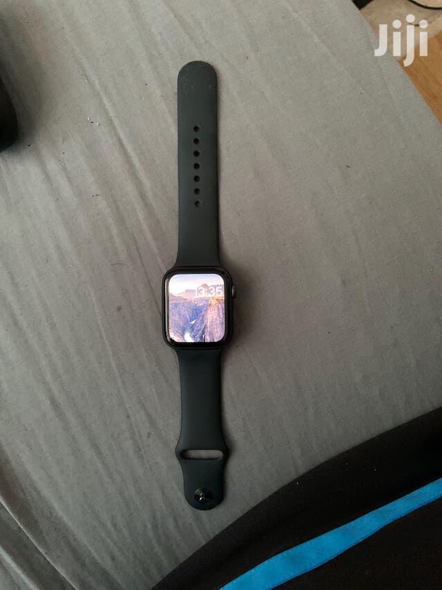 Apple Watch Series 5 Used (44mm)