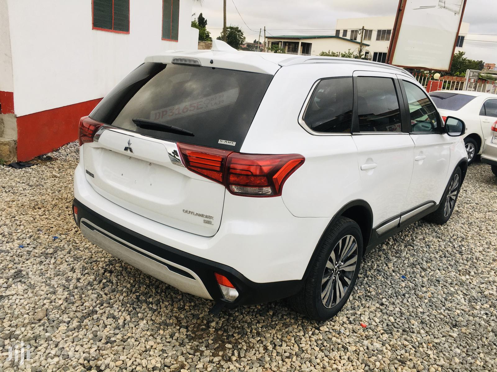 Mitsubishi Outlander 2019 SEL FWD White | Cars for sale in North Kaneshie, Greater Accra, Ghana